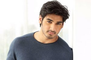 sunil shetty son ahaan shetty to debut in bollywood